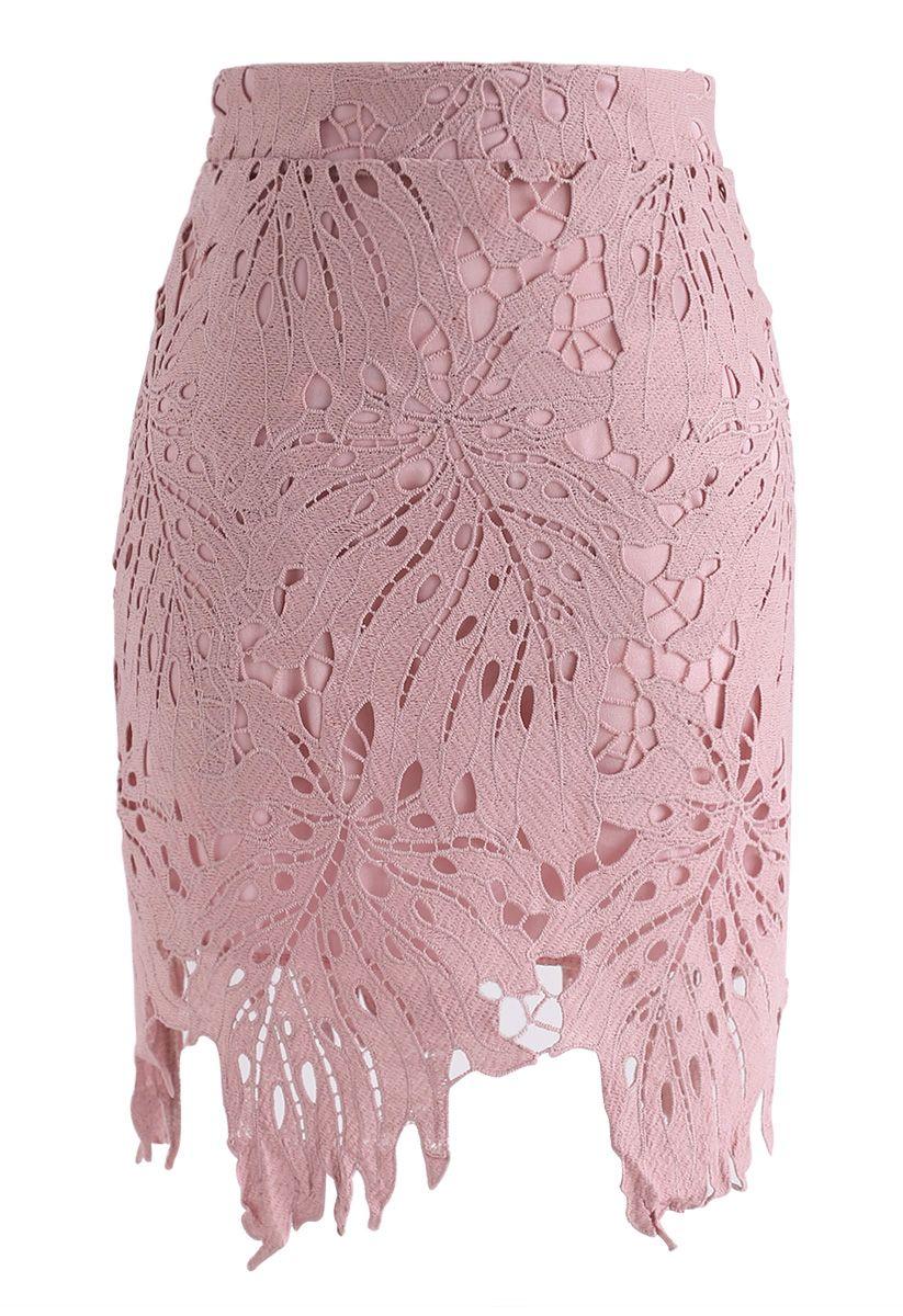 Jupe feuille autour du crochet en rose