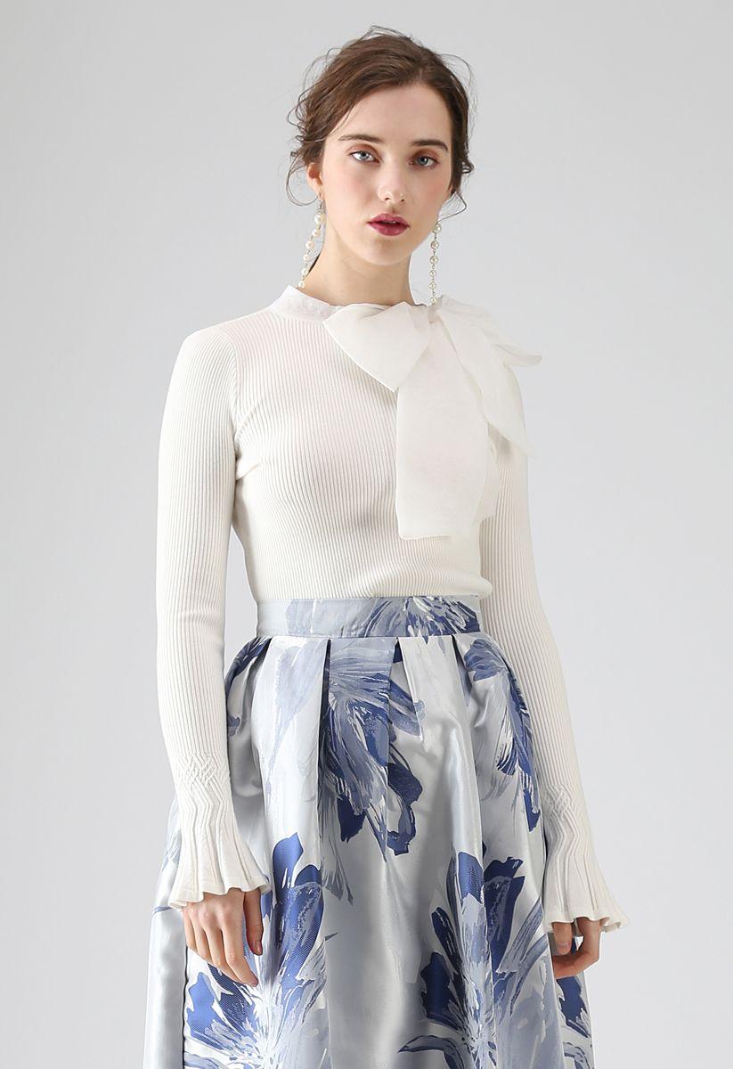 Top en tricot avec nœud blanc