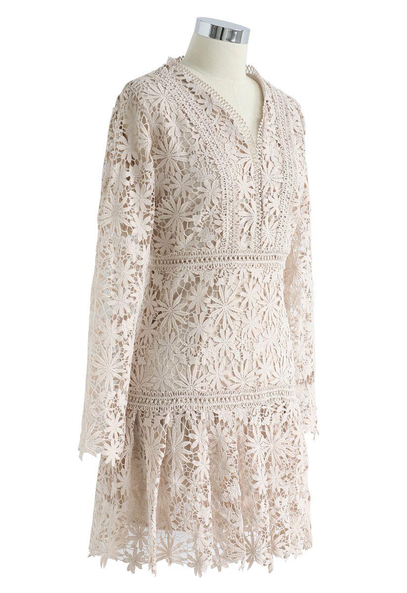 Made for Now - Robe à col en V avec crochet floral et crème
