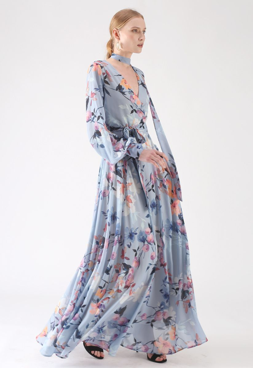 Tendresse florale robe longue en mousseline de soie en bleu