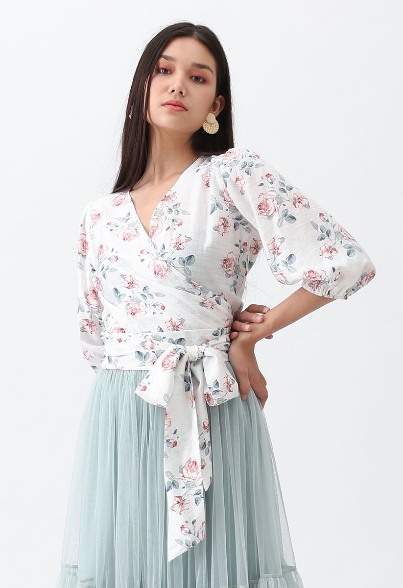 Top motif roses délicates blanc