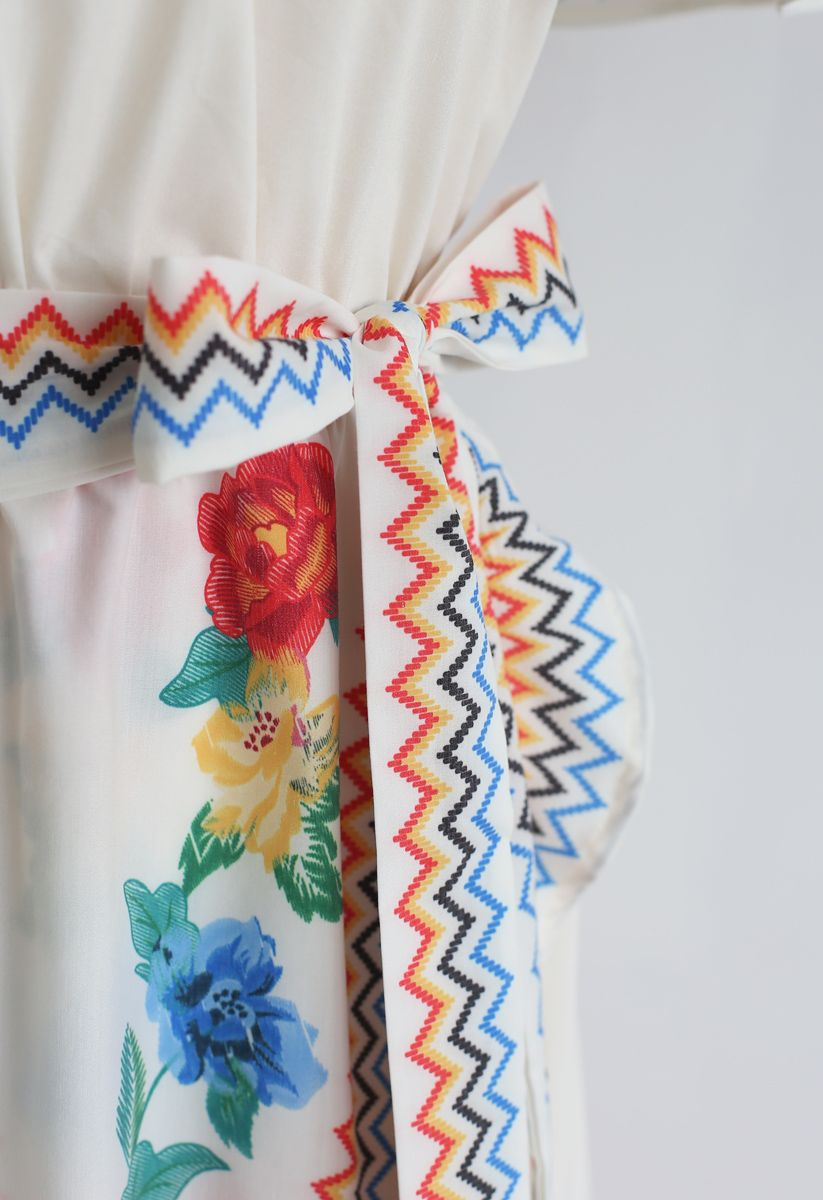 Robe florale en cascade asymétrique
