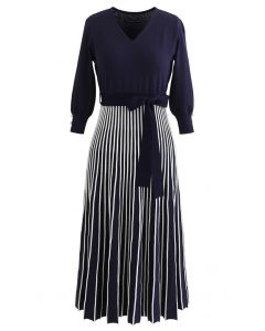 Radiant Lines V-Neck Bowknot Knit Dress in Navy