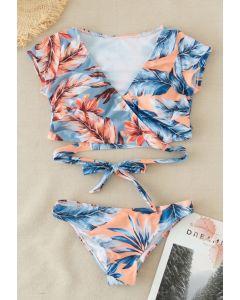 Ensemble de bikini enveloppé de feuilles tropicales