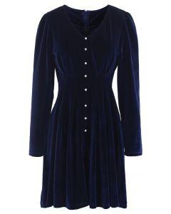 Robe en velours à col en V et bordure boutonnée en bleu marine