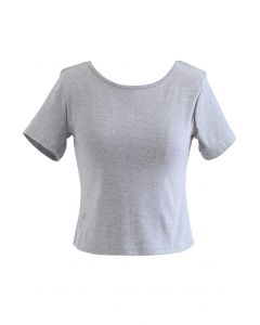 T-shirt court à chaîne de perles croisées en gris