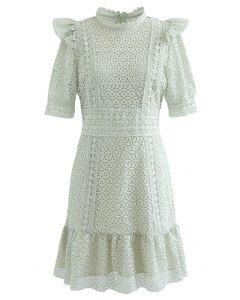 Mini-robe en crochet à col montant en pistache