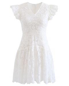 Robe courte sans manches à fleurs brodée en blanc
