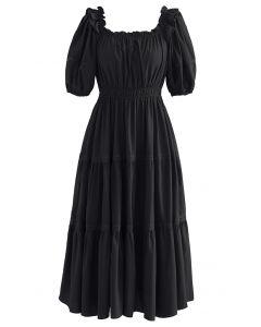 Robe mi-longue en crochet à col volanté en noir