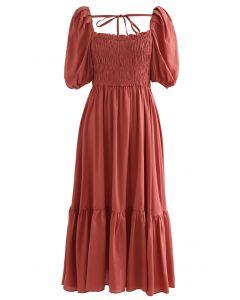 Robe froncée à col carré et manches bouffantes en rouge rouille
