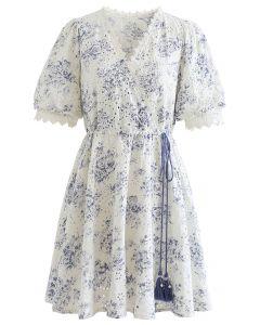 Mini-robe enveloppante brodée à la taille à glands