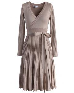 Embrasser une Robe tricotée légère couleur chair