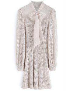 Robe en dentelle avec de jolies perles et de la crème