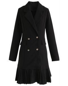 Robe presque gracieuse à double boutonnage en noir