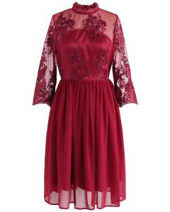 Joyeux Moment Robe en mousseline de soie brodée en rouge