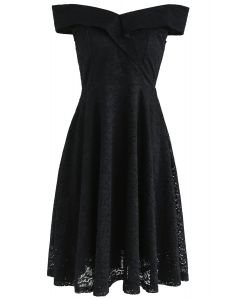 Robe en dentelle à épaules dénudées The Black