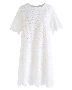 Robe droite à œillets brodés lente en blanc