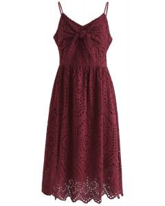 Robe de soirée avec camisole à œillets et vin